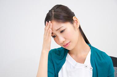 交感神経の過緊張状態が続き全身症状の誘発